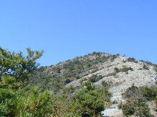百間岩を見上げる